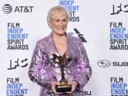 Die Oscar-Preis-Anwärterin Glenn Close hat am Samstag (Ortszeit) in Santa Monica in den USA einen der begehrten Independent Spirit Awards gewonnen. (Bild: KEYSTONE/AP Invision/RICHARD SHOTWELL)