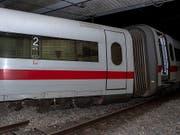 Entgleist: Der ICE aus Berlin könnte wegen einer umgestellten Weiche in Basel aus den Schienen gesprungen sein. (Bild: KEYSTONE/GEORGIOS KEFALAS)