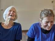 Die ältere Generation gewinnt laut einer Meldung der «NZZ am Sonntag» viel mehr Abstimmungen als die Jungen. (Bild: KEYSTONE/CHRISTOF SCHUERPF)