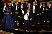 Der grosse Gewinner des Abends ist «Green Book» von Regisseur Peter Farrelly (Mitte). (Bild: Chris Pizzello / Keystone)