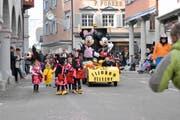 Das Motto des Umzuges der Fasnachtsgesellschaft lautete «Disney». Hier umgesetzt mit Schneewittchen und den sieben Zwergen. Im Bild rechts Mickey und Minnie Mouse. (Bild: Christana Sutter)