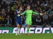Chelseas Keeper Kepa Arrizabalaga sprach von einem Missverständnis, nachdem er sich im Ligacup-Final gegen Manchester City kurz vor Ende der Verlängerung nicht hatte auswechseln lassen wollen (Bild: KEYSTONE/EPA/NEIL HALL)