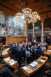 Die Kleine Kammer im Bundeshaus: Ständeräte verabschieden sich am letzten Tag der Herbstsession 2015. (Bild: KEY/ Peter Klauzner)