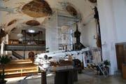 Das Innere der Kirche gleicht einer Baustelle. (Bild: mac)