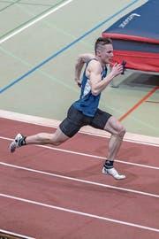 Der 18-jährige Krienser Eric de Groot, hier beim Finallauf über 200 Meter, deckt in Magglingen sein Potenzial als Sprinter eindrücklich auf. Bild: Hanspeter Roos (Magglingen, 24. Februar 2019)
