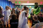 Die Kinder verwandelten die Dorffasnacht mit ihren Kostümen in ein farbenfrohes Fest. (Bild: Christoph Näpflin, Seelisberg, 24. Februar 2019)