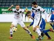 Luganos Mijat Maric (links) wird im Cup gegen Thun gesperrt fehlen, während sein Teamkollege Miroslav Covilo (rechts) noch auf aufschiebende Wirkung seiner Sperre hoffen darf (Bild: KEYSTONE/ALEXANDRA WEY)