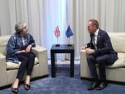 Diskussion über Brexit-Verschiebung: Am Rande des Gipfels der EU mit der Arabischen Liga im ägyptischen Sharm-el-Sheikh haben sich die britische Premierministerin Theresa May und EU-Ratspräsident Donald Tusk zu einem Gespräch über den Brexit getroffen. (Bild: KEYSTONE/EPA AP POOL/FRANCISCO SECO / POOL)