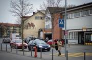 Die geplante Überbauung an der Poststrasse ist seit Jahren durch Einsprachen und Rekurse blockiert. (Bild: Benjamin Manser (20. Februar 2016))