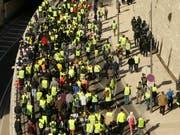 Die Unterstützung für die «Gelbwesten» schwindet: Eine Mehrheit der Franzosen wünscht sich eine Ende der Proteste. (Bild: KEYSTONE/AP/CLAUDE PARIS)