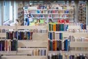 Auf Bibliotheken kommen eventuell bald höhere Kosten zu: Sie sehen dem gelassen entgegen. (Bild: Urs Bucher)