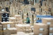 Blick ins Versandzentrum eines von Alibaba finanzierten Logistikunternehmens. (Bild: Qilai Shen/Bloomberg (Schanghai, 6. November 2017))