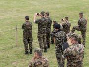 Armeeangehörige in Uniform dürfen sich nicht an einer politischen Kampagne beteiligen. (Bild: KEYSTONE/CHRISTIAN BEUTLER)