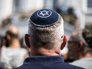 Die Zahl antisemitischer Handlungen in der Romandie ist 2018 gestiegen. Immer öfter werden die sozialen Netzwerke für Beleidigungen genutzt. (Bild: Keystone/DPA/FEDERICO GAMBARINI)
