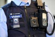 In der Stadt Zürich wurden Bodycams bereits geprüft. Die Erkenntnisse sind durchzogen. (Bild: Keystone/Walter Bieri)