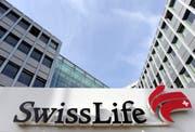 Swiss Life kann sich in Zukunft auf 300 Millionen Franken zusätzliche Prämieneinnahmen pro Jahr freuen. (Bild: Melanie Duchene/Keystone; Zürich)