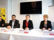 In Zukunft soll niemand mehr als zehn Prozent des verfügbaren Einkommens für Krankenkassenprämien bezahlen müssen. Das will die SP Schweiz mit der Prämienentlastungsinitiative erreichen. Am Dienstag startete die Partei mit dem Sammeln der Unterschriften. (Bild: KEYSTONE/ANTHONY ANEX)