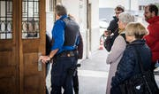 Vor einem Jahr fand der Prozess vor dem Bezirksgericht Frauenfeld statt. Prozessteilnehmer betreten das Gebäude. (Archivbild: Reto Martin)