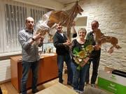 Die geehrte Doris Vetsch (2. von rechts) erhielt diverse Geschenke zum Abschied als Vorstandsmitglied des SC OG Rheintal. (Bild: PD)