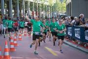 Ist Bewegung das beste Mittel gegen das Altern? Läuferinnen und Läufer am St.Galler Auffahrtslauf. (Bild: Ralph Ribi - 25. Mai 2017)