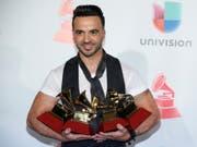 Sein Musikvideo zu «Despacito» ist über 6 Milliarden Mal angeklickt worden - kein Wunder hat Luis Fonsi einen Haufen Grammys gewonnen. (Bild: KEYSTONE/AP Invision/ERIC JAMISON)