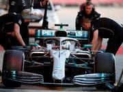 Die Mechaniker kümmern sich um Valtteri Bottas und seinen Mercedes (Bild: KEYSTONE/AP/JOAN MONFORT)