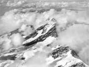 «Technisch innovativ und ästhetisch bestechend»: So beschreibt die Nationalbibliothek die ersten Luftaufnahmen der Schweiz von Eduard Spelterini - hier das Lagginhorn. (Bild: WIKIMEDIA COMMONS)