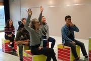 Noch wird im Oberstufenzentrum Thurzelg in Oberbüren eifrig geprobt. Das Theaterstück zum vorgegebenen Thema «Raum» stammt aus der Felder des 14-jährigen Schülers Jonas Züger. (Bild: Annina Quast)