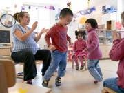«Grosser Handlungsbedarf»: Die schweizerische Unesco-Kommission fordert mehr Angebote in der frühkindlichen Bildung. (Bild: Keystone)