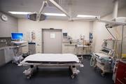 Blick ins Operationszimmer des Spitals Einsiedeln. (Bild: Urs Flüeler / Keystone, 22. September 2018)