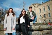 Julia Küng, Ronahi Yener und Tim Kilchsperger gehören zum Zuger OK der Klimastreiks. (Bild: Stefan Kaiser (Zug, 22. Februar 2019))