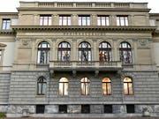 Einsatz für den IS: Die Winterthurer Geschwister werden dafür mit bedingten Freiheitsstrafen bestraft. Im Bild das Bezirksgericht, wo das Jugendgericht am Mittwoch sein Urteil eröffnete. (Bild: KEYSTONE/WALTER BIERI)