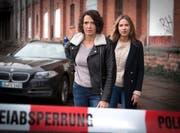 Ulrike Folkerts spielt Hauptkommissarin Lena Odenthal (links) .(Bild: Sabine Hackenberg/SWR)