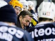 Trainer Serge Pelletier (Bildmitte) steht mit La Chaux-de-Fonds in den Playoffs der Swiss League unmittelbar vor dem Einzug in die Viertelfinals (Bild: KEYSTONE/JEAN-CHRISTOPHE BOTT)
