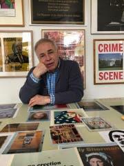 Claus von der Osten lebt in Hamburg inmitten seiner spektakulären Plakatsammlung. Er interessiert sich ausschliesslich für Plakate, die Künstlerinnen und Künstler gestaltet haben. (Bild: Melissa Müller)