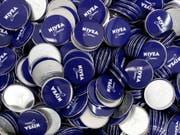 Nivea, Labello oder Eucerin: Der Kosmetikhersteller Beiersdorf will Geld in die Marken stecken und weiter kräftig wachsen. (Bild: KEYSTONE/AP dapd/PHILIPP GUELLAND)