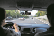 Neues Steuerregime bei Fahrtkosten: Pendler müssen mehr Einkommen versteuern.Bild: Alexandra Wey/Keystone (Emmen, 13. September 2018)