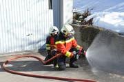 Der korrekte Aufbau der Leitungen, um im Brandfall Wasser zum Löschen zu haben, muss gelernt sein. (Bild: Sabine Camedda)