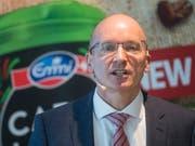 Emmi unter der Führung von Konzernchef Urs Riedener (Bild) läuft es blendend. Der Molkereikonzern hat 2018 nicht nur den Umsatz ausweiten können, sondern auch mehr Gewinn gemacht. (Bild: KEYSTONE/URS FLUEELER)