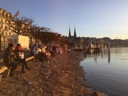 Sonnenaufgang an den Gestaden des Vierwaldstättersees beim Schwanenplatz in Luzern. (Bild: Linda Leuenberger)