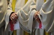 Künftig müssen die Kirchenverantwortlichen in jedem Fall Anzeige bei den staatlichen Strafverfolgungsbehörden erstatten, wenn sie Kenntnis von einem Offizialdelikt erhalten. (Bild: Keystone)