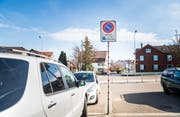 Nur Besucher des «Ochsen» dürfen hier parkieren. (Bild: Andrea Stalder)