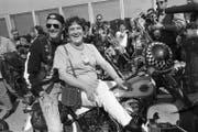 Töffspass mit Filmstar Peter Fonda beim Love Ride 1982 in Zürich. (Bild: PD)