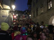 Fasnächtliches Treiben rund um die Rathaustreppe: Hier spielt die Rasselbandi Horw. (Bild: Kilian Küttel)