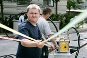 Seit 2009 hat St.Gallen ein flächendeckendes Glasfasernetz aufgebaut. Im Bild die Verlegung von Glasfaserkabeln in der Altstadt. (Bild: Reto Martin - 10. Juni 2010)