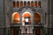 Die Eingangs Bundeshauses. (Bild: Peter Klaunzer/Keystone)
