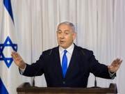 Benjamin Netanyahu wird unter anderem verdächtigt, von befreundeten Milliardären teure Geschenke angenommen zu haben. (Bild: KEYSTONE/AP/SEBASTIAN SCHEINER)