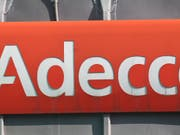 Nicht nur das Logo von Adecco ist rot, im vierten Quartal ist der Personalvermittler auch in die roten Zahlen gerutscht. (Bild: KEYSTONE/AP/MICHEL EULER)