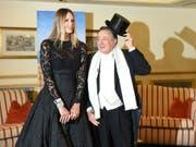 Richard Lugner und Opernballgast Elle Macpherson am Donnerstag anlässlich eines Fototermins im Rahmen des Wiener Opernballs 2019 in Wien. (Bild: Keystone/APA/APA/HERBERT P. OCZERET)