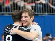 Pfadi-Coach Adrian Brüngger darf sich über einen Prestigeerfolg freuen (Bild: KEYSTONE/CHRISTIAN MERZ)